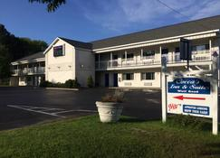 Cocca's Inn & Suites Wolf Rd, Albany Airport - Albany - Building