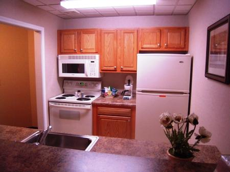 Cocca's Inn & Suites Wolf Rd, Albany Airport - Albany - Kitchen