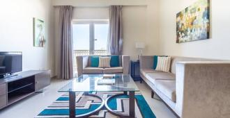 Modern Living In This 2br Apt In The Heart Of Downtown Jebel Ali - Sleeps 4! - Dubai - Stue