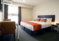 Ramada Suites by Wyndham Christchurch City - Christchurch - Bedroom