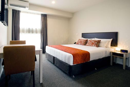 Ramada Suites by Wyndham Christchurch City - Christchurch - Bedroom