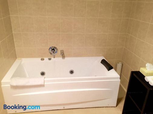 Alpha Motel Christchurch - Christchurch - Bathroom