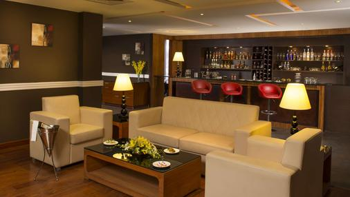 Country Inn & Suites By Radisson, Mysore - Mysore - Bar