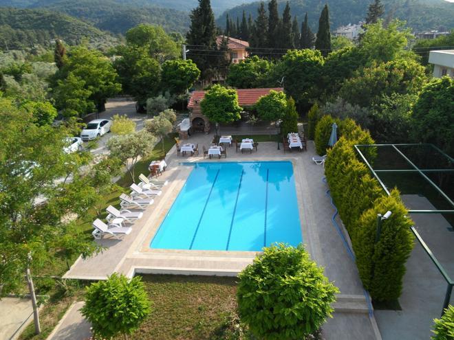 帕尼奧公園公寓式酒店 - 庫沙達西 - 庫薩達斯 - 游泳池