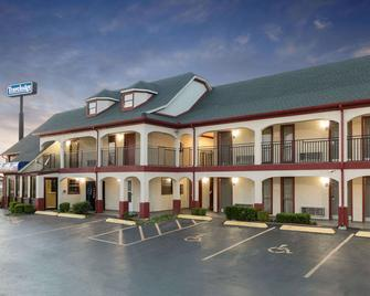Travelodge Inn & Suites by Wyndham Norman - Norman - Building