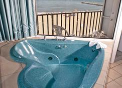 Schooner Inn - Virginia Beach - Bedroom