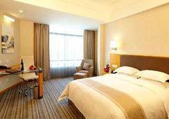 Ramada Plaza by Wyndham Shanghai Pudong Airport - Shanghai - Bedroom