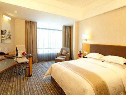 Ramada Plaza by Wyndham Shanghai Pudong Airport - Shanghai - Schlafzimmer