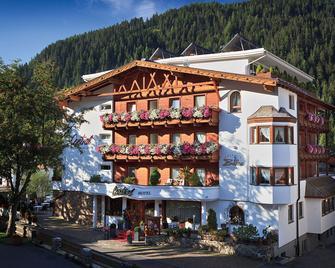 Alpen-Comfort-Hotel Central - Nauders - Building