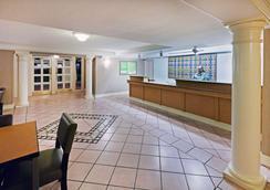 La Quinta Inn by Wyndham Amarillo Mid-City - Amarillo - Lobby