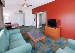 La Quinta Inn by Wyndham Amarillo Mid-City - Amarillo - Living room