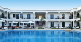 阿加帕桑索斯別墅酒店 - 非斯 - 非斯 - 游泳池
