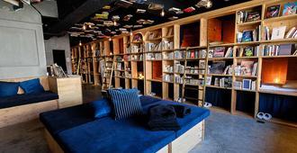 Book And Bed Tokyo Ikebukuro - Hostel - Tóquio - Lounge