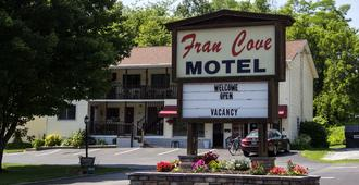 Fran Cove Motel - Lake George - Building