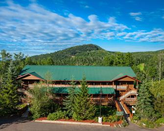 Eagle Ridge Resort at Lutsen Mountains - Lutsen - Building