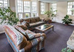 Rodeway Inn & Suites On The River - Cherokee - Lobby