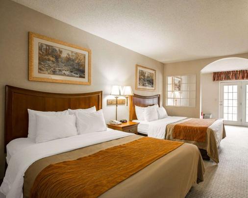 Rodeway Inn & Suites On The River - Cherokee - Bedroom
