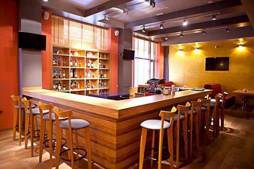 Best Western Plus Atakent Park Hotel - Αλμάτι - Bar