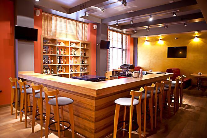 Best Western Plus Atakent Park Hotel - Almatý - Bar