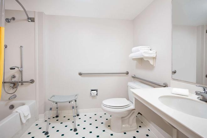 奧卡拉拉昆塔套房酒店 - 奥卡拉 - 奧卡拉 - 浴室