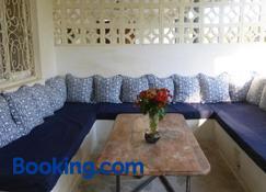 Downtown Malindi Apartment - Malindi - Stue