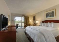 Days Inn by Wyndham San Diego/Downtown/Convention Center - San Diego - Phòng ngủ
