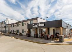 Days Inn by Wyndham Pierre - Pierre - Building