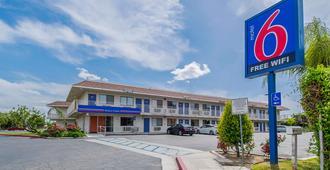 Motel 6 Bakersfield Airport - בייקרספילד