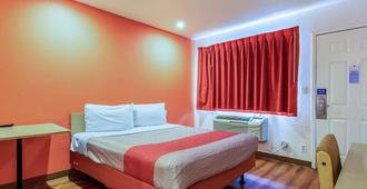 Motel 6 Bakersfield Airport - Bakersfield - Bedroom
