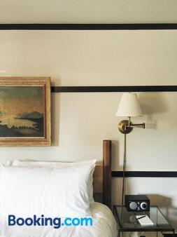 Brentwood Hotel - Saratoga Springs - Bedroom