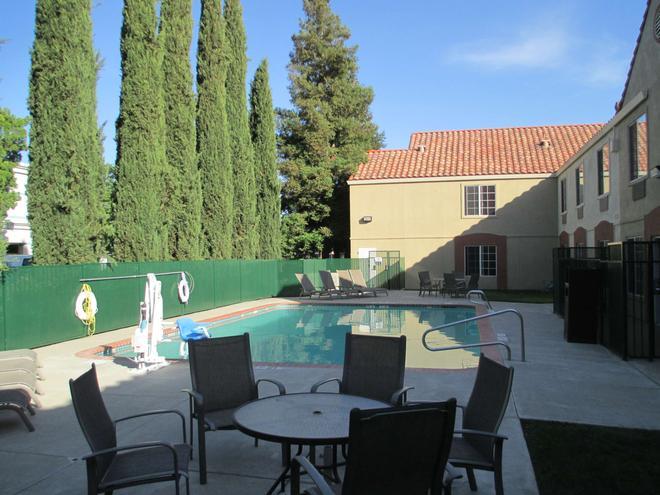 Best Western Brentwood Inn - Brentwood - Pool