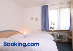 Gästehaus Schmid-Lopez - Bad Wildbad - Bedroom