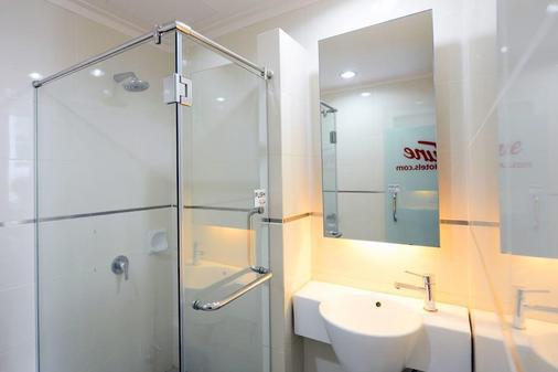 Tune Hotel - Waterfront Kuching - Kuching - Bathroom