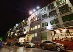 Tune Hotel - Waterfront Kuching - Kuching - Building