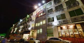 Tune Hotel - Waterfront Kuching - קוצ'ינג - בניין