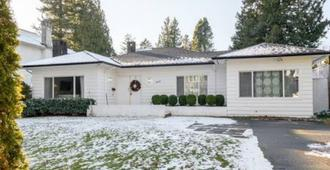 Location! Classic House In Heart Of Vancouver - Vancouver - Building