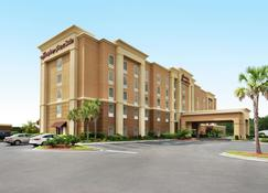 Hampton Inn & Suites Brunswick - Brunswick - Building