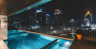 Adelphi Suites Bangkok - Bangkok - Pool
