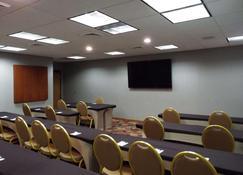 Wingate by Wyndham Greensboro - Greensboro - Sala de reuniões