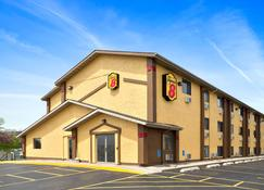 Super 8 by Wyndham Cedar Rapids - Cedar Rapids - Building