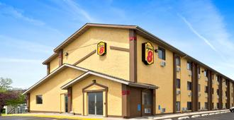 Super 8 by Wyndham Cedar Rapids - Cedar Rapids
