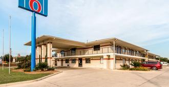 Motel 6 San Antonio - South WW White Road - San Antonio - Gebouw