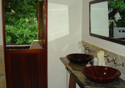 Akidogo Guest House - Amanzimtoti - Bathroom
