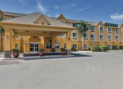 La Quinta Inn & Suites by Wyndham Tulare - Tulare - Bâtiment