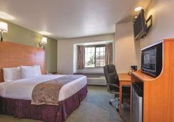 La Quinta Inn & Suites by Wyndham Tulare - Tulare - Κρεβατοκάμαρα