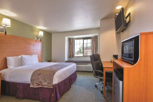 La Quinta Inn & Suites by Wyndham Tulare - Tulare - Bedroom
