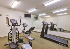 La Quinta Inn & Suites by Wyndham Tulare - Tulare - Γυμναστήριο