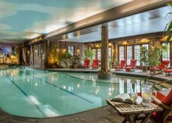鏡湖水療酒店渡假村 - 普雷西德湖 - 普萊西德湖(紐約) - 游泳池