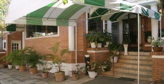 Hotel Royal Gardens - אסאנסיון