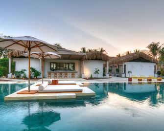 The Gilded Iguana Surf Hotel - Nosara - Басейн